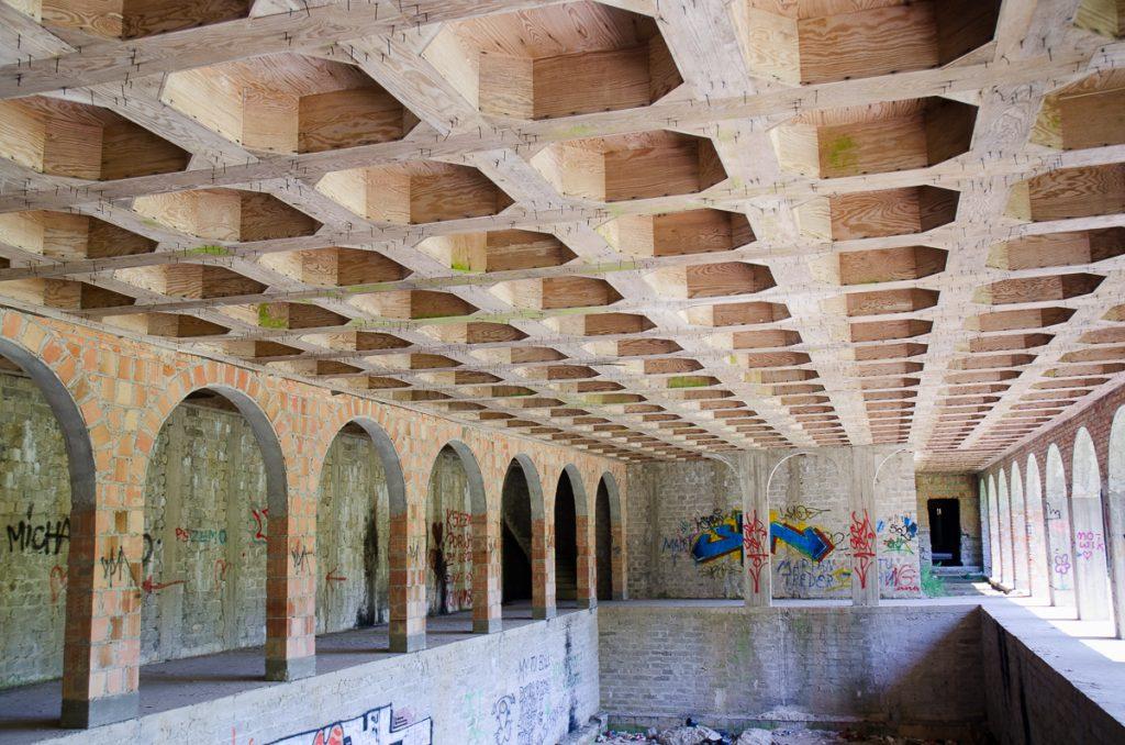 Drewniane kasetony, przepych - wnętrze łapalickiego zamku miało zachwycać detalami