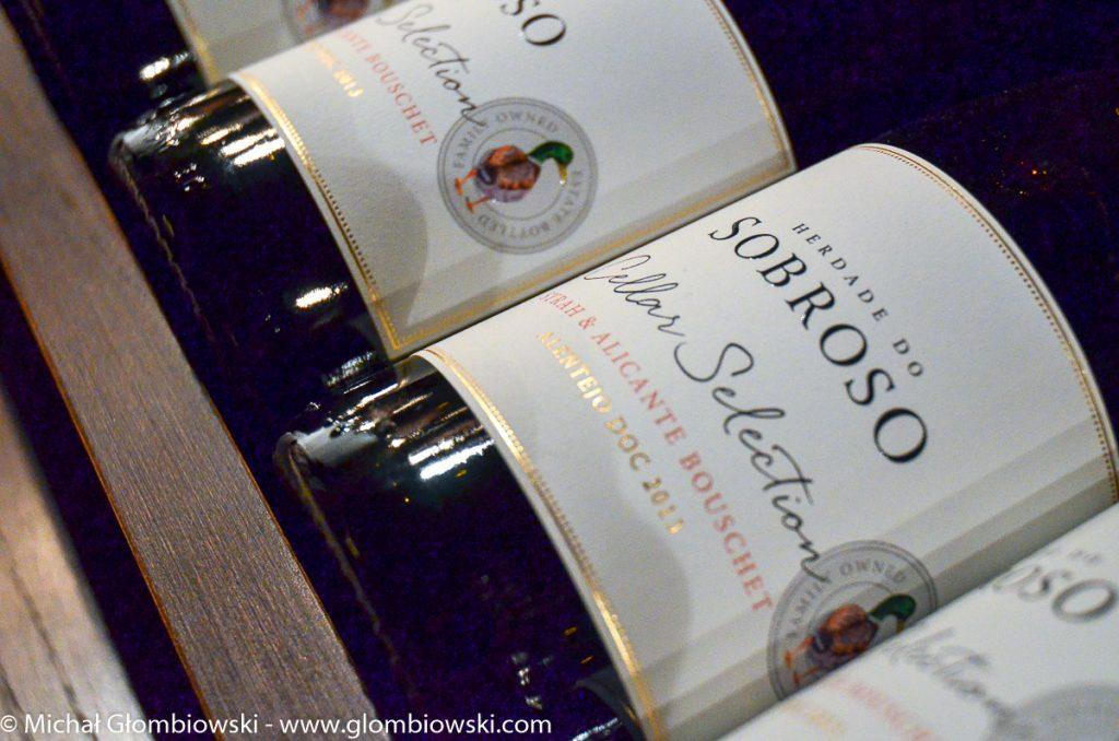 Niezależnie od smaku, każda z butelek Herdade do Sobroso jest dopieszczona pod względem estetycznym. Do tych etykietek nie ma jak się przyczepić.