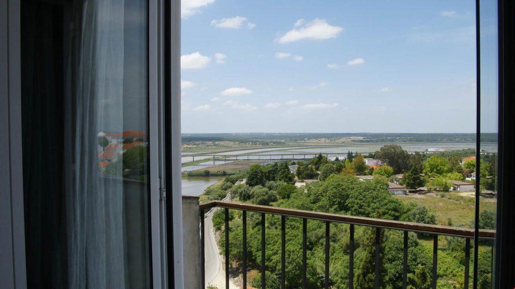Wokół tej rzeki, widocznej z okien hotelu, rozciągają się pola ryżowe