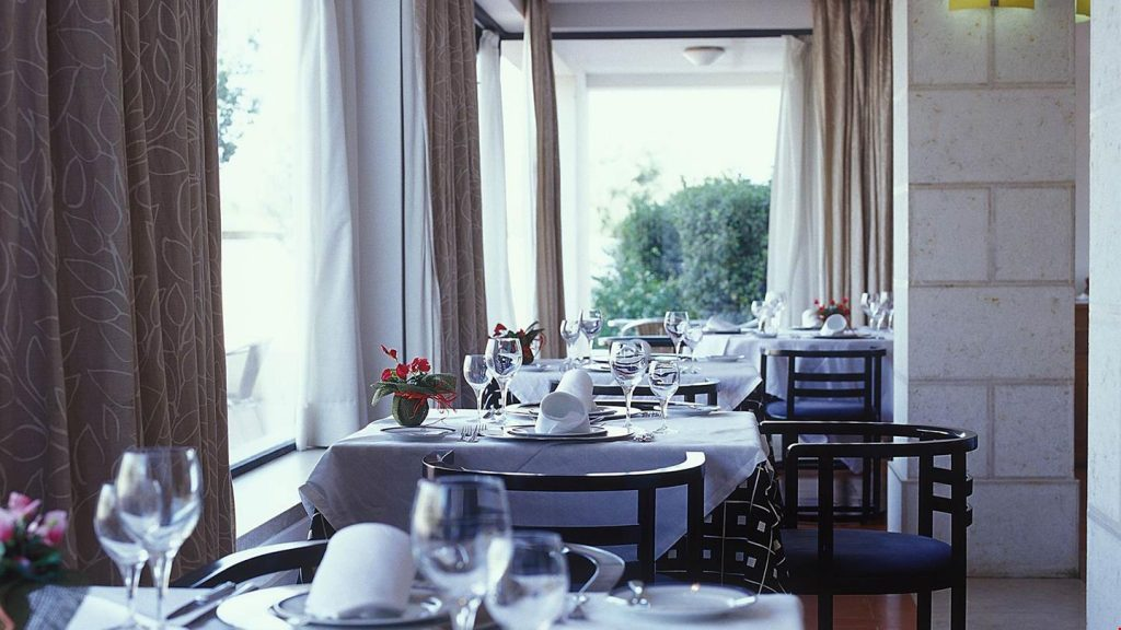 Śniadanie z widokiem na zamkowy mur? Świetny początek dnia!