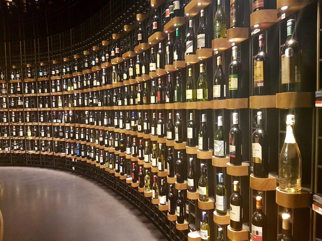 Muzeum wina w Bordeaux to prawdziwa świątynia winogronowego trunku